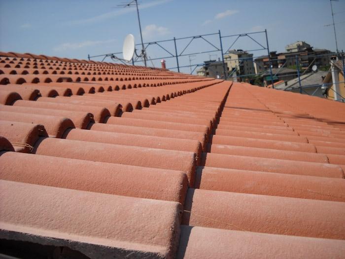Copertura tetto in tegole a verona coperture edili e tetti for Civer coperture