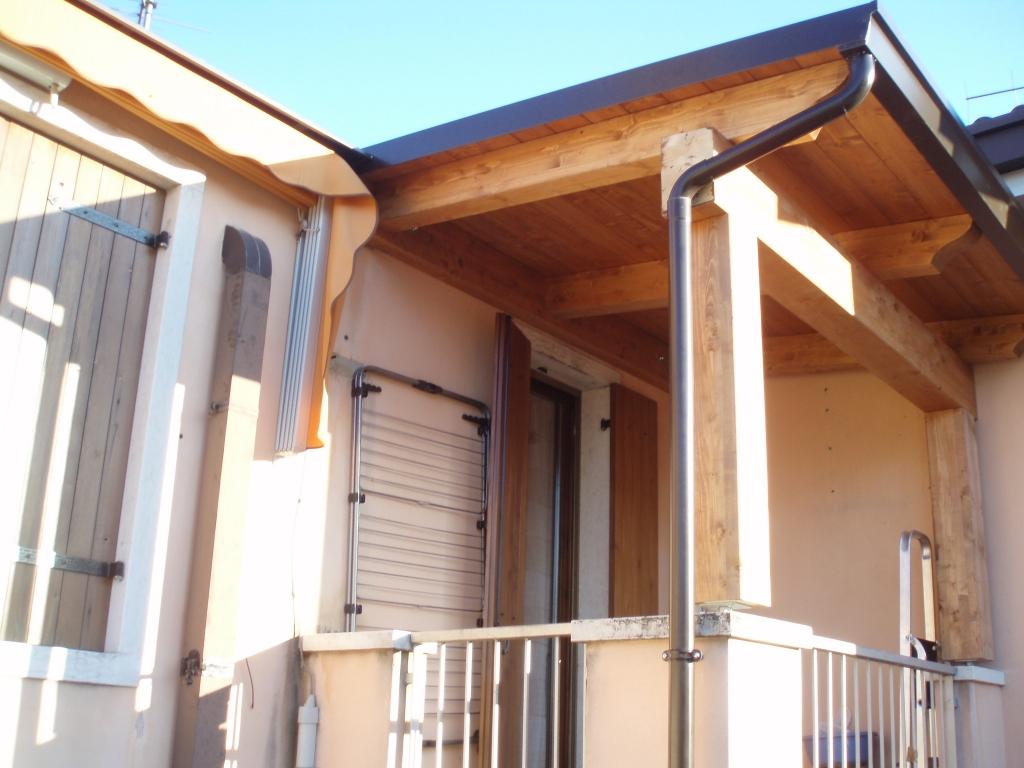 Tettoie per entrate e balconi civer coperture snc coperture edili e tetti - Tettoie in legno ...