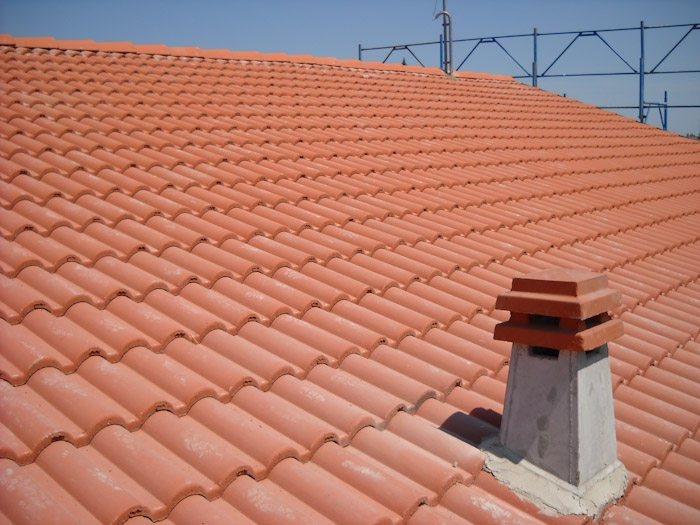 Copertura tetto in tegole a verona coperture edili e tetti for Tegole del tetto della casetta