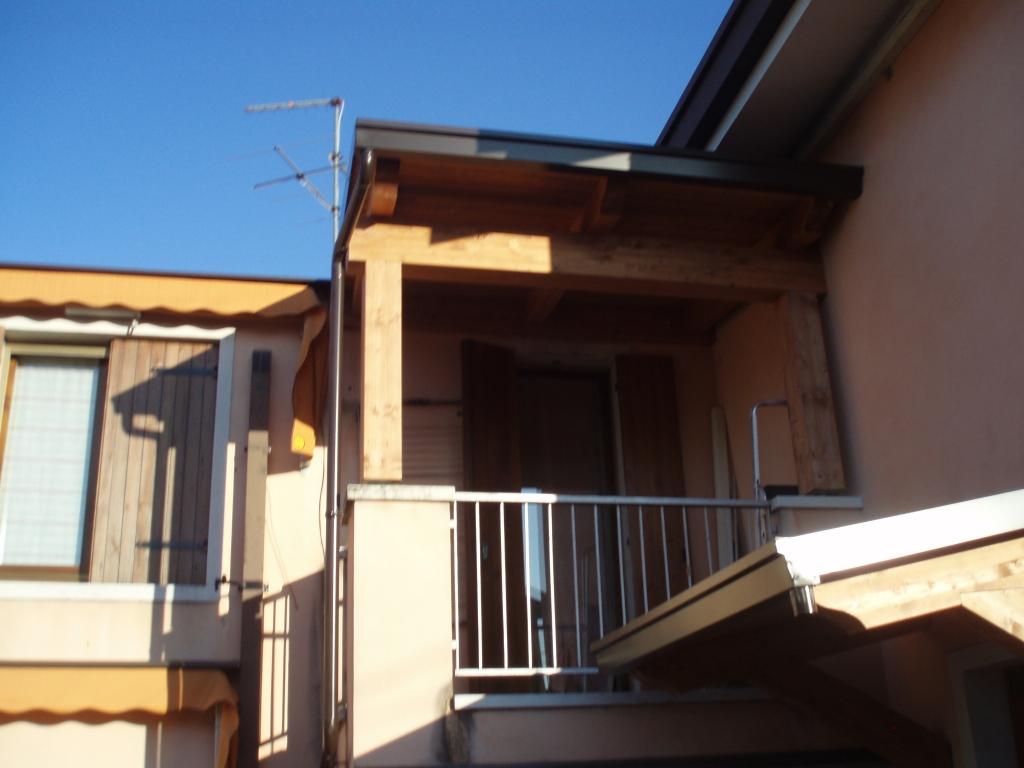 Tettoie per entrate e balconi civer coperture snc for Balconi e terrazzi